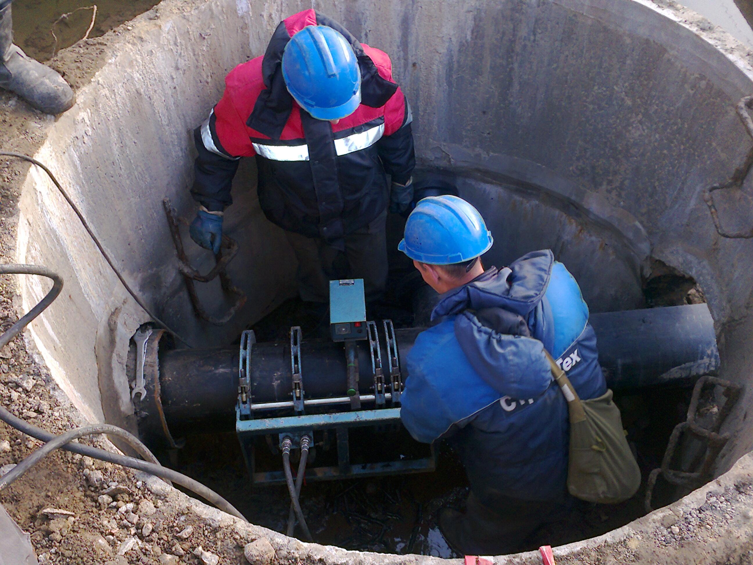 Устройства водопроводных колодцев представляют собой запорную или контрольн